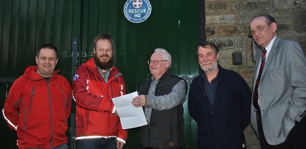 Unity Chapter 2341 donate £200 to Oldham Mountain Rescue