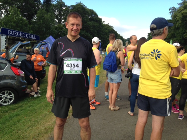 WBro Steve Jansen completes the Burnley 10k run in support of local Charity